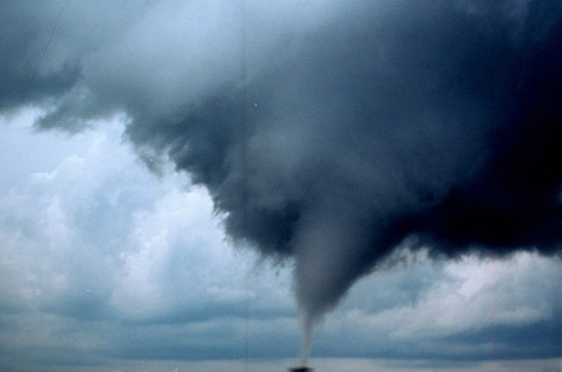 800px-Occluded_mesocyclone_tornado1_-_NOAA
